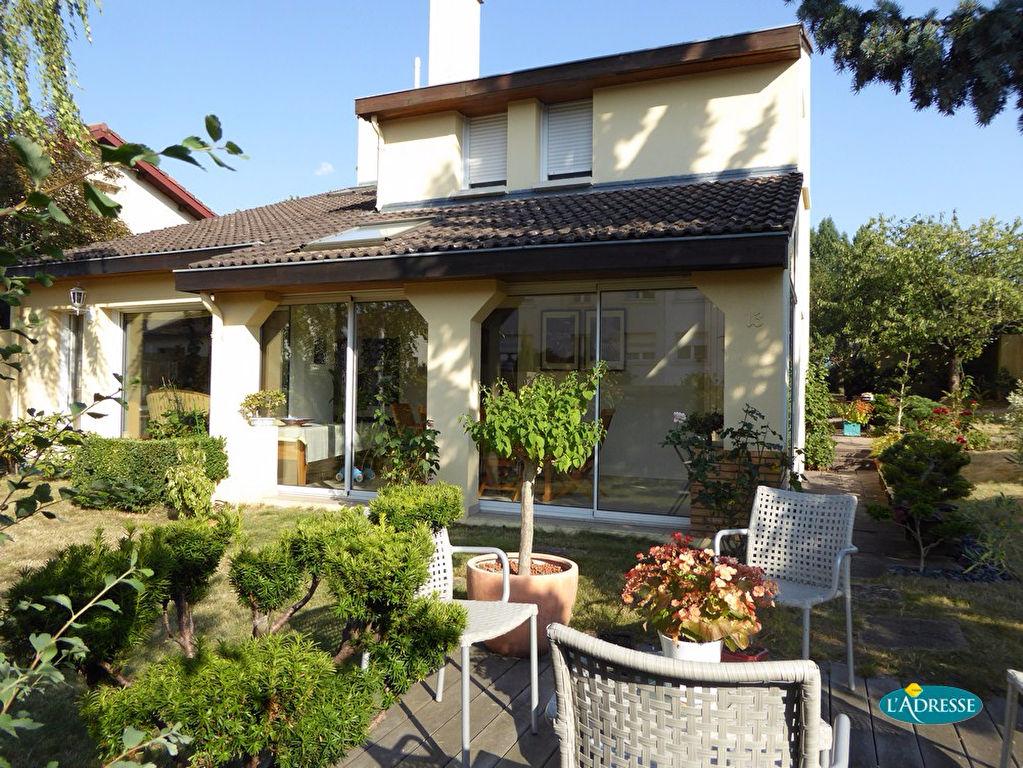 A vendre maison villers les nancy 265 m l 39 adresse - Belle maison d architecte los angeles ...